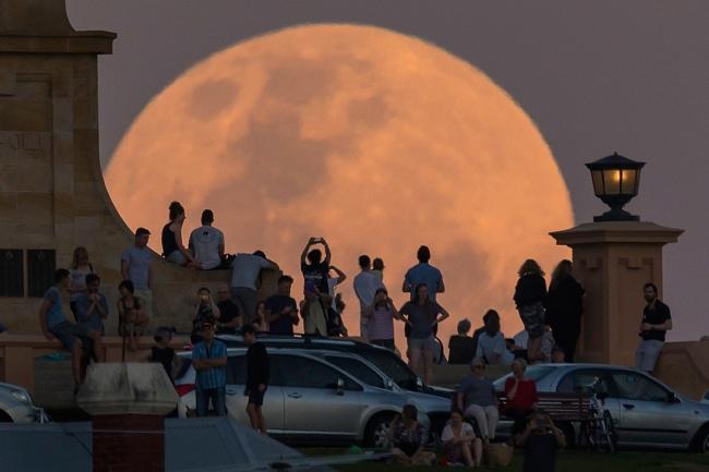 Super Moon Rises Over Australia